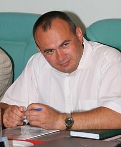 По результатам отбора среди 15 кандидатур на должность руководителя агентства по рыболовству Сахалинской области был утвержден Геннадий Судаков. Много лет он проработал в Астраханской области.