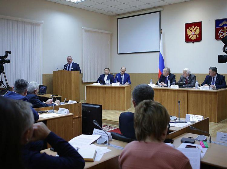В Мурманской областной думе состоялись парламентские слушания, на которых обсудили ситуацию в рыбохозяйственном комплексе региона.