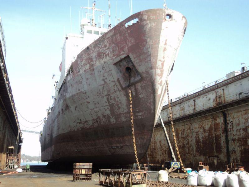 Фото: судно «Залив Восток» до ремонта