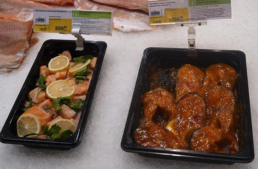 Цена: Шашлык из лосося, стейк лосося в маринаде. Ассортимент охлажденной рыбы и рыбных консервов в гипермаркете «Лента»  г.Санкт-Петербург