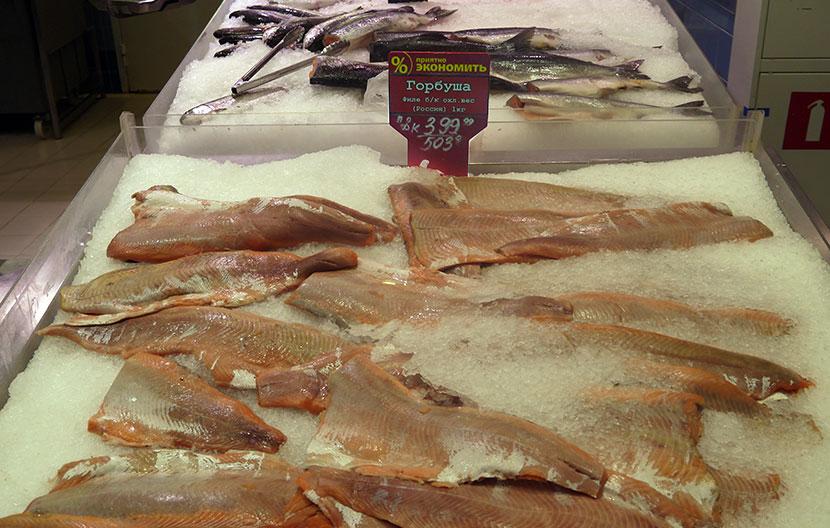 Цена: горбуша филе без кожи Россия/ Ассортимент охлажденной рыбы и рыбных консервов в гипермаркете «Лента»  г.Санкт-Петербург