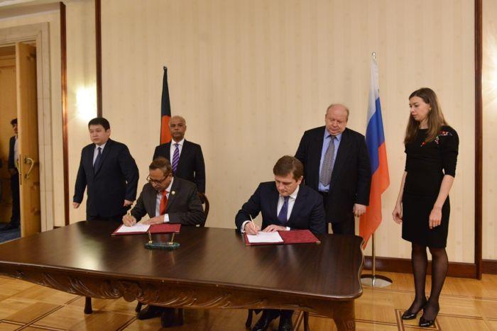 В Москве 24 октября состоялось первое заседание Российско-Бангладешской Межправительственной комиссии по торгово-экономическому и научно-техническому сотрудничеству. По его итогам подписан протокол, в котором закреплены договоренности по расширению сотрудничества стран в области энергетики, IT-технологий и агропромышленного комплекса.